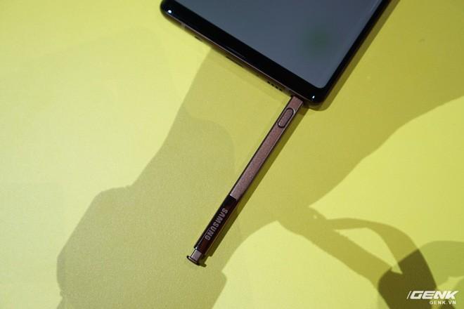 Ảnh thực tế Galaxy Note9 vừa mới ra mắt: Có những gì đỉnh hơn người tiền nhiệm Note8? - Ảnh 21.