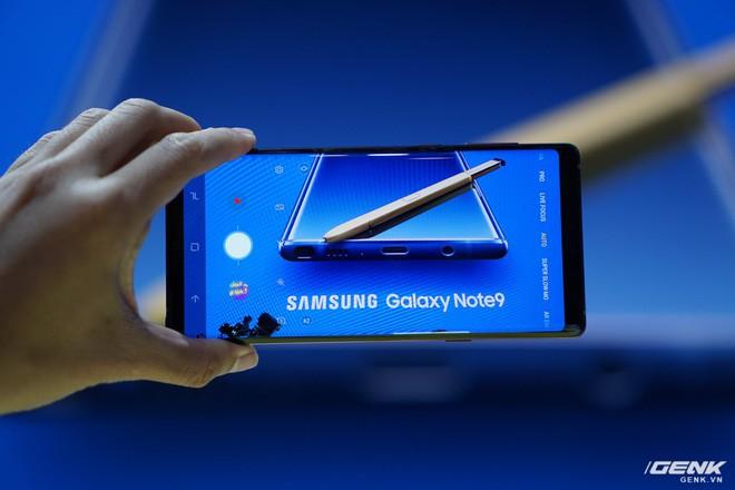 Ảnh thực tế Galaxy Note9 vừa mới ra mắt: Có những gì đỉnh hơn người tiền nhiệm Note8? - Ảnh 22.