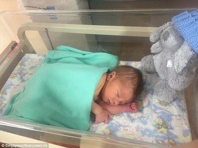 Hàng tháng vẫn có kinh nguyệt, bà mẹ 24 tuổi ngỡ ngàng phát hiện mình mang thai chỉ vài tiếng trước khi sinh con - Ảnh 4.