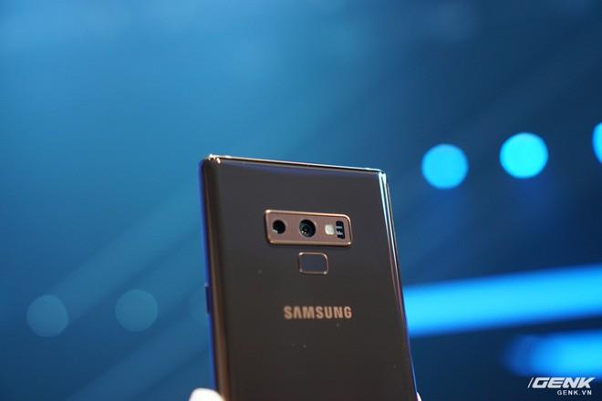 Ảnh thực tế Galaxy Note9 vừa mới ra mắt: Có những gì đỉnh hơn người tiền nhiệm Note8? - Ảnh 8.