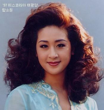 Cuộc sống hôn nhân của Hoa hậu Hàn Quốc U50 và hot boy đáng tuổi con - Ảnh 1.