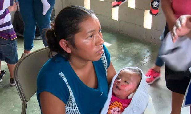 Mẹ đứng tim phát hiện con gái sống lại trong lễ tang - Ảnh 1.