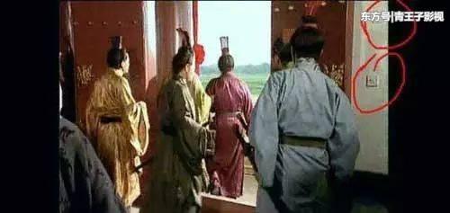Sạn khó chấp nhận trong phim cổ trang: Quách Tĩnh đeo đồng hồ, Trương Vệ Kiện mặc áo ba lỗ - Ảnh 10.