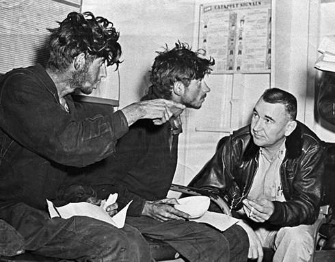 Bốn quân nhân Liên Xô trôi dạt trên biển 49 ngày giữa vòng vây cá mập - Ảnh 2.