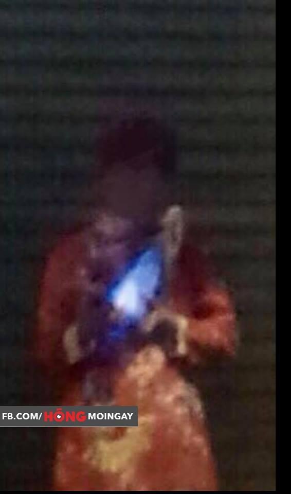 12h đêm, một người mặc áo quan đứng trước ngân hàng khiến ai đi qua cũng giật mình  - Ảnh 3.