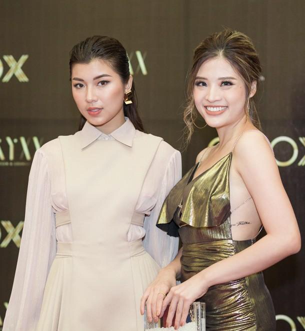 Phan Hoàng Thu mặc sexy, Cao Thái Hà tặng nón lá cho cựu cầu thủ Michael Owen - Ảnh 7.