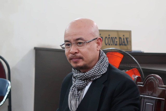 Ông Đặng Lê Nguyên Vũ tươi tỉnh xuất hiện ở tòa để hòa giải ly hôn lần cuối với bà Lê Hoàng Diệp Thảo - Ảnh 1.