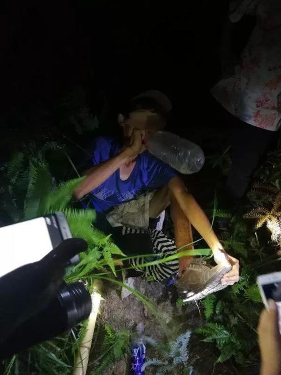Dẫm phải bẫy thú khi đang leo núi, người đàn ông mắc kẹt một chỗ suốt nửa tháng không ai hay biết - Ảnh 5.