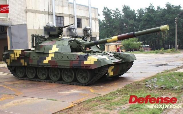 Tăng T-72AMT Ukraine trước cơ hội vượt mặt T-72B3 Nga trên thị trường vũ khí - Ảnh 1.