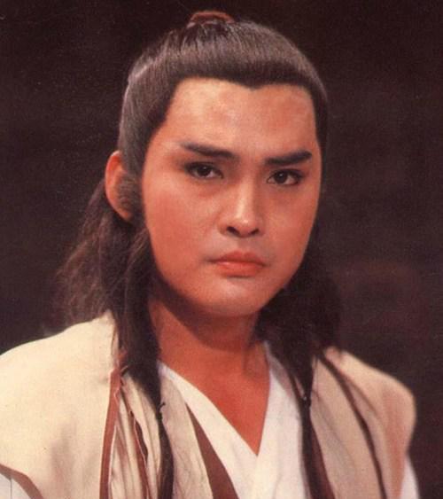 Từng nổi tiếng hơn Châu Nhuận Phát, sao võ hiệp đánh mất sự nghiệp vì đóng phim cấp ba - Ảnh 1.