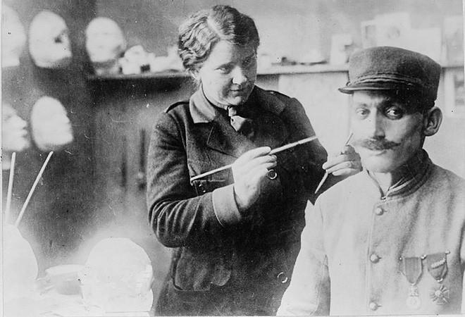 Bằng khả năng điêu khắc, người phụ nữ này đã giúp vô số thương binh Thế chiến I lấy lại cuộc sống bình thường - Ảnh 3.