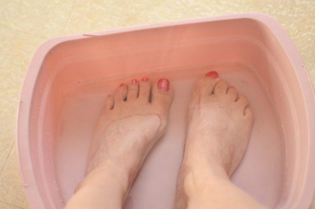 Ngâm chân trong giấm để chữa 4 bệnh hay gặp: Chỉ cần 15 phút/ngày, ai cũng nên làm - Ảnh 1.