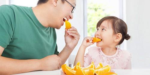 Công dụng ít biết của quả cam: Ngăn ngừa thoái hóa điểm vàng do tuổi tác - Ảnh 1.