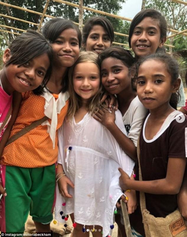 Vẻ đẹp thiên thần của bé Happer Beckham trong chuyến từ thiện cùng gia đình khiến nhiều người xuýt xoa - Ảnh 1.