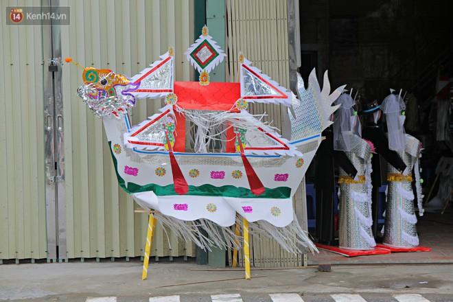 Thủ phủ vàng mã lớn nhất Hà Nội bán cô dâu, chú rể và cả osin cao cấp để đốt cho người cõi âm - Ảnh 2.
