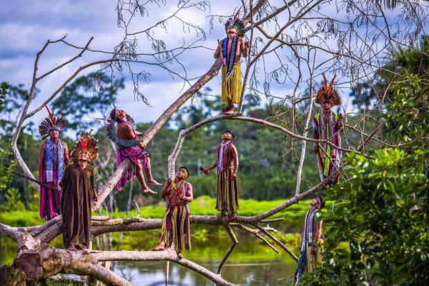 Những bức ảnh kinh ngạc về cuộc sống của thổ dân da đỏ bí ẩn ở Brazil - Ảnh 2.