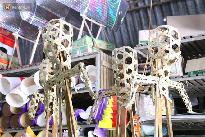Thủ phủ vàng mã lớn nhất Hà Nội bán cô dâu, chú rể và cả osin cao cấp để đốt cho người cõi âm - Ảnh 12.
