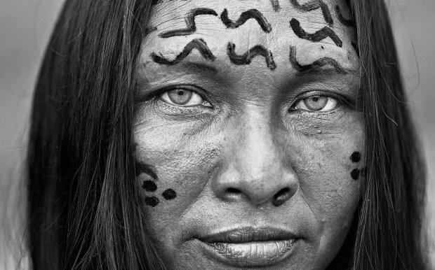 Những bức ảnh kinh ngạc về cuộc sống của thổ dân da đỏ bí ẩn ở Brazil - Ảnh 12.