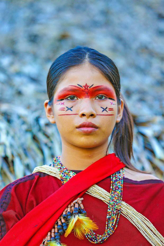 Những bức ảnh kinh ngạc về cuộc sống của thổ dân da đỏ bí ẩn ở Brazil - Ảnh 13.