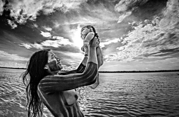 Những bức ảnh kinh ngạc về cuộc sống của thổ dân da đỏ bí ẩn ở Brazil - Ảnh 14.