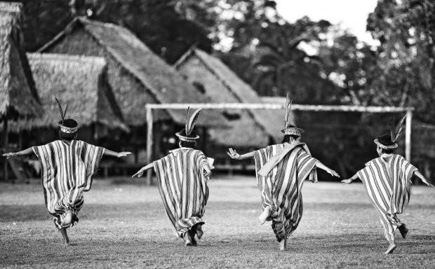 Những bức ảnh kinh ngạc về cuộc sống của thổ dân da đỏ bí ẩn ở Brazil - Ảnh 17.