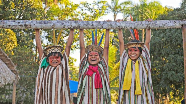 Những bức ảnh kinh ngạc về cuộc sống của thổ dân da đỏ bí ẩn ở Brazil - Ảnh 18.