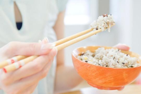 Ăn quá ít cơm, bạn sẽ chết sớm! - Ảnh 1.