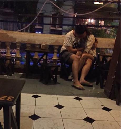 MXH lại dậy sóng vì một cặp đôi mây mưa ở ghế đá giữa đường, còn chỉ tay thách thức người chụp ảnh vì tội làm phiền - Ảnh 19.