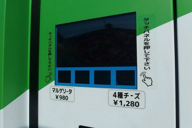 Ở Nhật Bản có cả máy bán pizza tự động, chẳng cần lo cửa hàng đóng cửa, cứ ra mua là có - Ảnh 1.