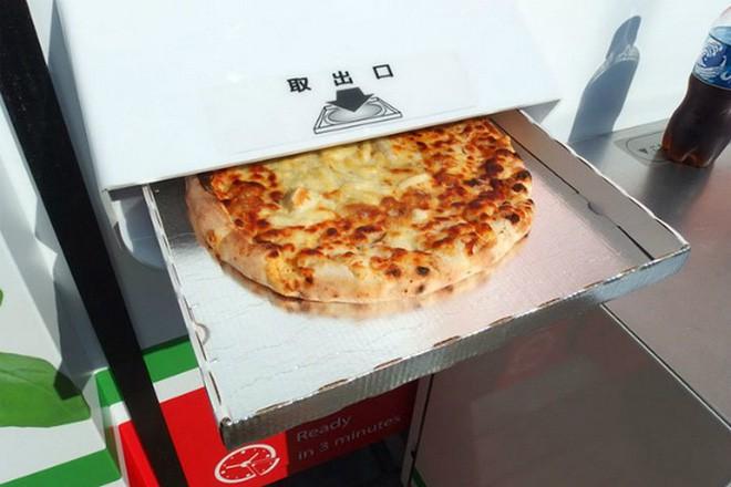 Ở Nhật Bản có cả máy bán pizza tự động, chẳng cần lo cửa hàng đóng cửa, cứ ra mua là có - Ảnh 2.