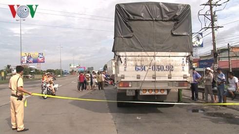 Bắt tài xế xe tải gây tai nạn chết người rồi bỏ trốn - Ảnh 1.