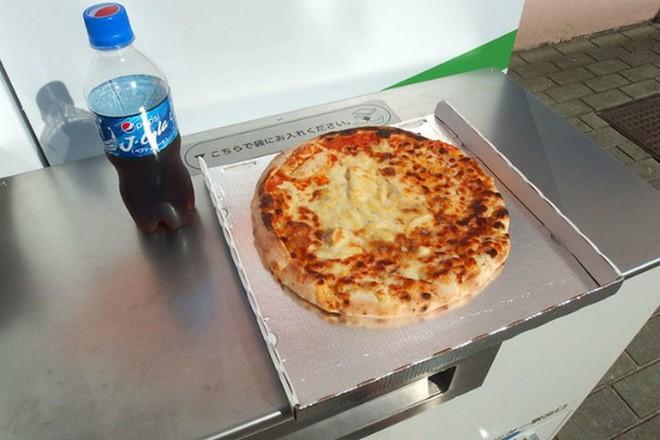 Ở Nhật Bản có cả máy bán pizza tự động, chẳng cần lo cửa hàng đóng cửa, cứ ra mua là có - Ảnh 3.