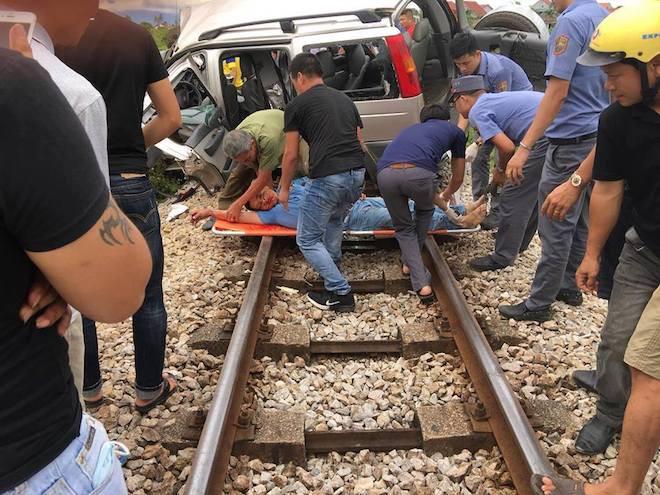 Về quê thắp hương ngày rằm, ô tô 7 chỗ bị tàu hỏa tông, 2 người tử vong tại chỗ - Ảnh 2.