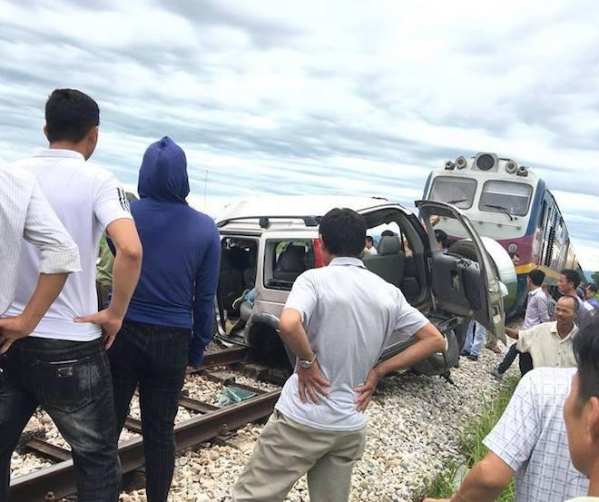 Về quê thắp hương ngày rằm, ô tô 7 chỗ bị tàu hỏa tông, 2 người tử vong tại chỗ - Ảnh 6.