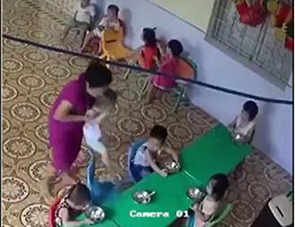 Đã xác định cô giáo mầm non nhồi nhét thức ăn, đánh bé trai hơn 2 tuổi ở Hà Nội - Ảnh 1.