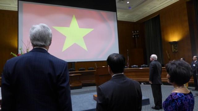 Bữa tiệc chưa no của Thượng nghị sĩ John McCain và tình người Việt - Mỹ - Ảnh 1.