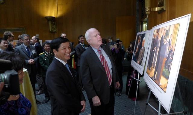 Bữa tiệc chưa no của Thượng nghị sĩ John McCain và tình người Việt - Mỹ - Ảnh 2.