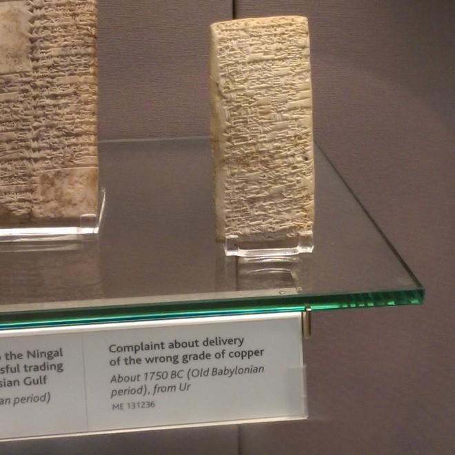 Sự thật thú vị: Từ cách đây 3.800 năm, khách hàng đã biết viết review chê sản phẩm kém chất lượng trên một phiến đá - Ảnh 2.
