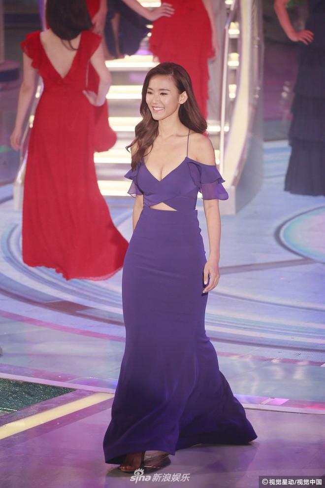 Chung kết Hoa hậu Hong Kong 2018: Người giành vương miện bị chê lép, dân tình than trời vì Á hậu 1 và 2 - Ảnh 15.