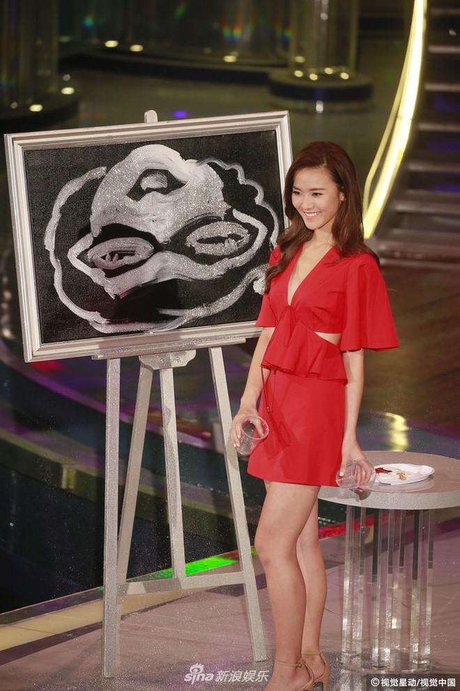 Chung kết Hoa hậu Hong Kong 2018: Người giành vương miện bị chê lép, dân tình than trời vì Á hậu 1 và 2 - Ảnh 20.