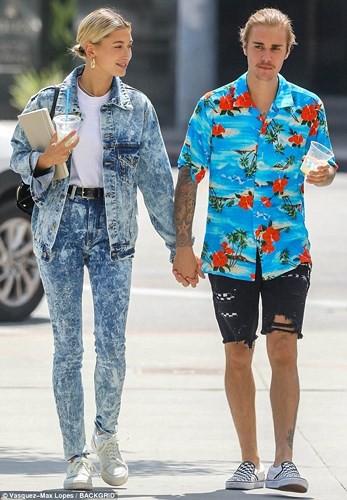 Justin Bieber buộc tóc gọn gàng, nắm tay bạn gái dạo phố ở Los Angeles - Ảnh 8.
