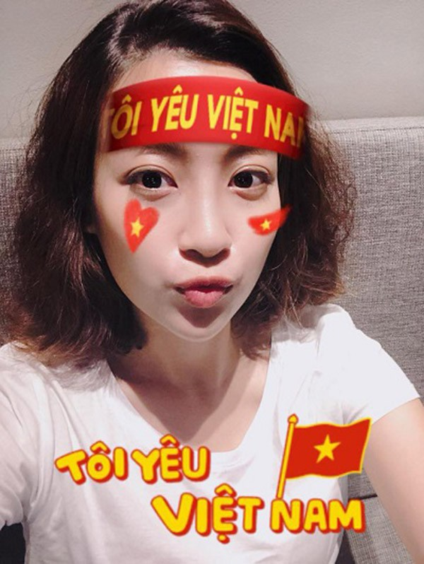 U23 Việt Nam chiến thắng: Văn Mai Hương lao ra đường, Cát Phượng có hành động bất ngờ - Ảnh 7.
