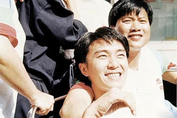 Đại ca Châu Tinh Trì: U70 bị bệnh tật hành hạ, may mắn có vợ đẹp kém 16 tuổi yêu thương - Ảnh 7.