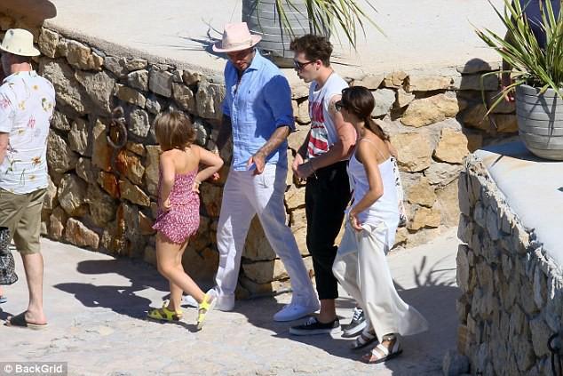 Chẳng ai sướng như các con nhà Beckham: Tuần trước đi Bali, tuần này lại du lịch Pháp mừng sinh nhật - Ảnh 7.
