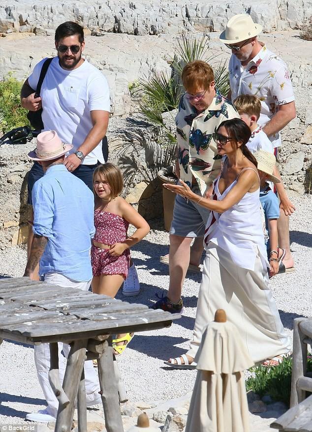 Chẳng ai sướng như các con nhà Beckham: Tuần trước đi Bali, tuần này lại du lịch Pháp mừng sinh nhật - Ảnh 8.