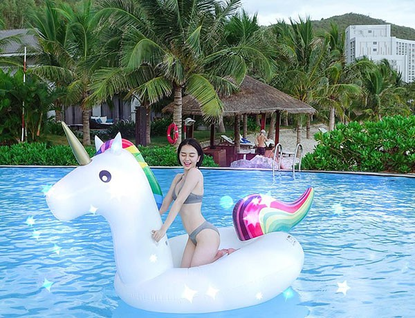 Loạt ảnh bikini hút mắt, khoe đôi chân dài miên man của Thiều Bảo Trang - Ảnh 3.
