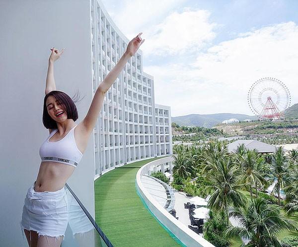 Loạt ảnh bikini hút mắt, khoe đôi chân dài miên man của Thiều Bảo Trang - Ảnh 11.