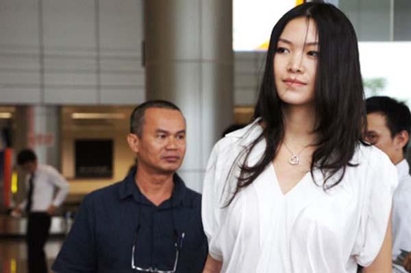 Mặt mộc và vẻ gợi cảm của Hoa hậu Việt Nam tuyên bố không phẫu thuật thẩm mỹ - Ảnh 5.