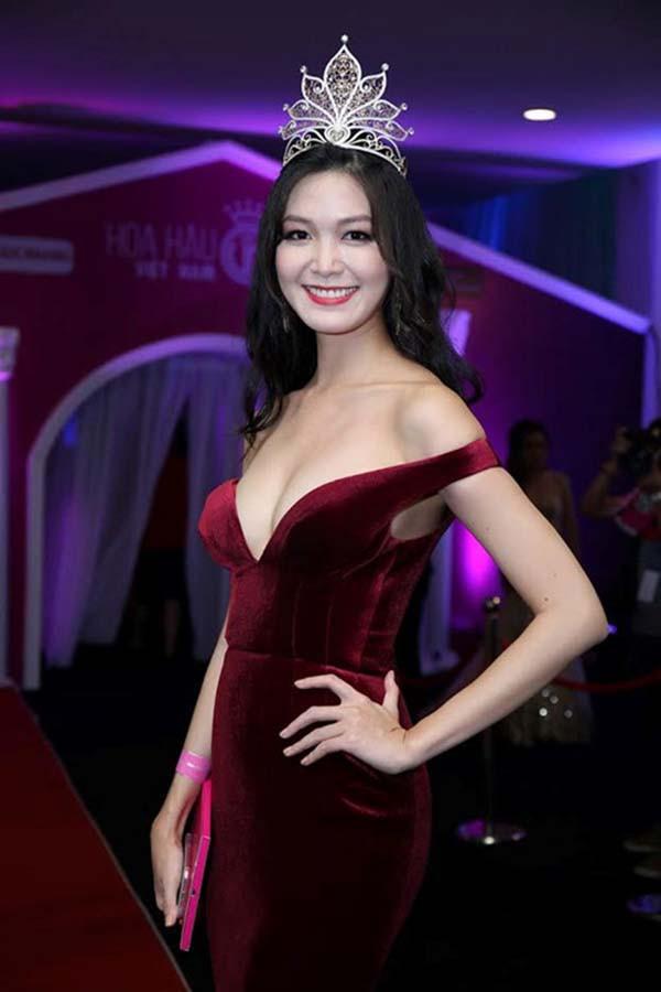 Mặt mộc và vẻ gợi cảm của Hoa hậu Việt Nam tuyên bố không phẫu thuật thẩm mỹ - Ảnh 2.
