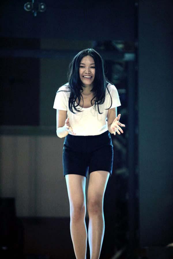 Mặt mộc và vẻ gợi cảm của Hoa hậu Việt Nam tuyên bố không phẫu thuật thẩm mỹ - Ảnh 4.